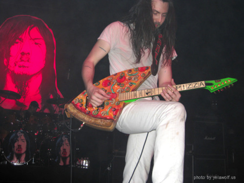 orangeevergreen:  rookiemag:  dirtypreston:  YOU HAVE A PIZZA GUITAR, @ANDREWWK!? quite excellent.    PIZZATAR GUYS, PIZZATARRRRRRRR. xxlaia.   Partying the hardest ever always.