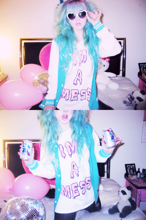 nikkilipstick:  HOPE EVERYONE HAS A ME$$Y WEEKEND <3 NIKKILIPSTICK.COM LOVES YOU ! GITSIE WOOD MUCH LOVES XO