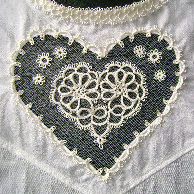 irecallthepushmorethanthefall:  White heart by yarnplayer on Flickr.