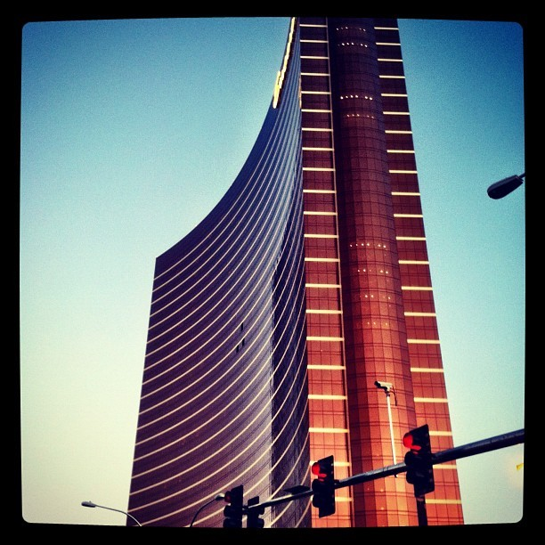 #vegas #wynn #hotel #casino #architecture #modern #beautiful (Taken with Instagram at Wynn Las Vegas)