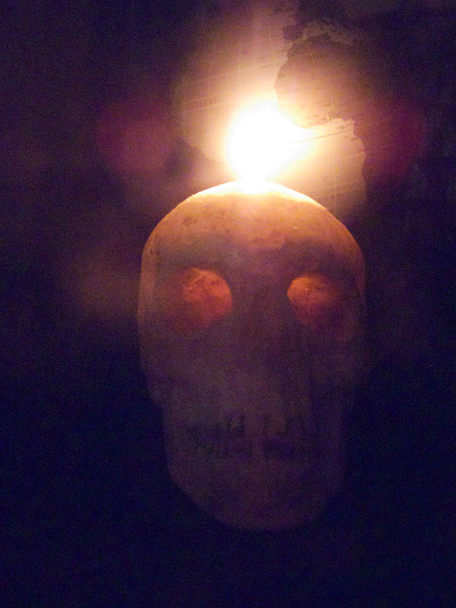 Skull candle by Japanese candle artist CandleJUNE.