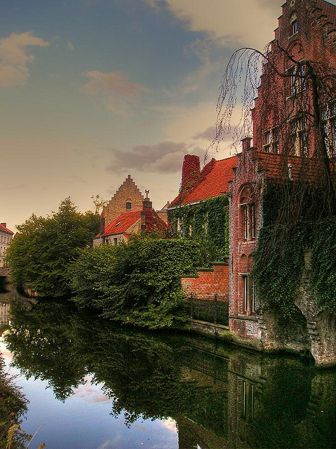 allthingseurope:  Bruges reflection (by messiahy )