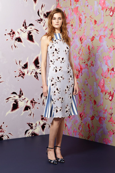 yourmothershouldknow:  Suno Resort 2013 Prints como pisos de mármol. Los amo. ….. Suno Resort 2013 Prints like marble floors. Love them.  Walking art. Floral prints lovin'.