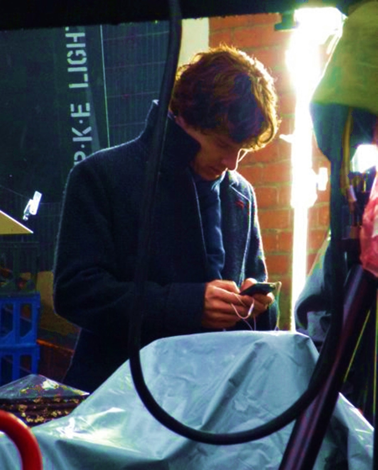 you-me-at-221b:  I love it when we see a picture of Benedict doing the most ordinary things such as texting or playing on a phone. I don't know why because he's such a successful actor and he comes across as so mature (even though he has a childish side) and so pictures like this just show how even such an extraordinary, overwhelmingly perfect human being, such as himself, do little things as shown in this picture it just makes him 100X more adorable than he already is.   I just wonder what he is listening to.