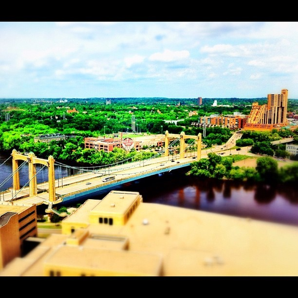 #hennepinbridge #bridge #twincities #minneapolis #iphonography #picoftheday #nofilter #tiltshift  (Taken with Instagram at Couch's Coochie Castle)