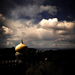 golden dome between de forest and de clouds by Tunguska RdM on Flickr.