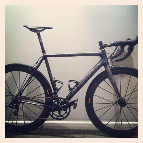 straightblacknosugar:  The new Cannondale Evo Ultimate. 6.4kg with the Mavic Cosmic Carbone SLRs. (Taken with Instagram)  Dope