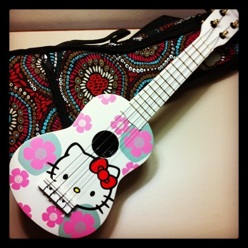 First present of the night! So cute!! #hellokitty #ukelele (Taken with Instagram)