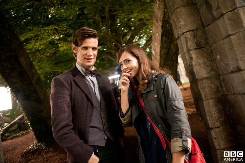 halforc80:  doctorwho:  The first image of Matt and Jenna-Louise Coleman on set!   Matt has new clothes!!! XD