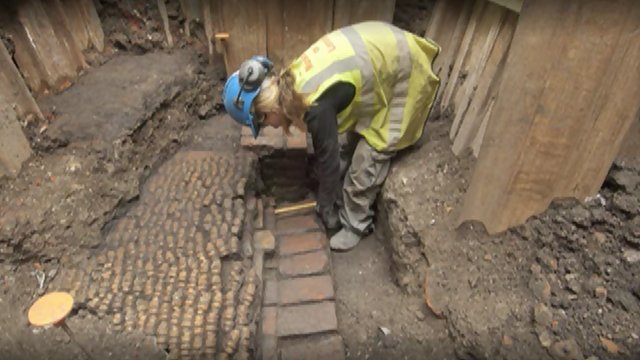 "infoneer-pulse:  Shakespeare's Curtain Theatre remains found  Archaeologists have discovered the remains of an Elizabethan theatre where some of William Shakespeare's plays were first performed. The remains of the Curtain Theatre, which opened in 1577, were found behind a pub in Shoreditch, east London, as part of regeneration works. The venue was immortalised as ""this wooden O"" in the prologue to Henry V. It is hoped the site could be opened to the public, with plays staged there in the future.  » via BBC"