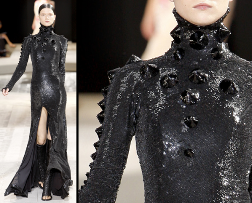 everything-went-black:  Kasia Struss in Givenchy Fall 2009 Haute Couture Show