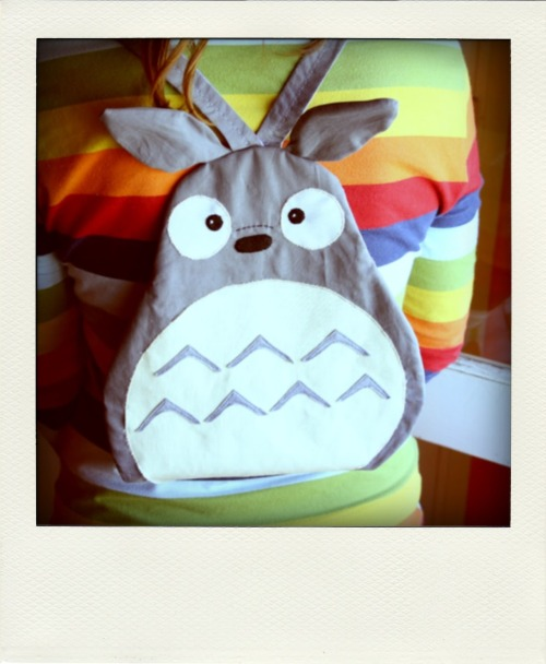 craftjunkie:  ToToRo Bag {How to} Found at: sombrerodeideas  This is cute. I've been wanting to see this movie