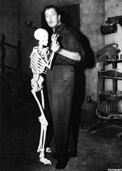 morbidlyfabulous:  Vincent Price on the set of House on Haunted Hill (1959)  one of my favorites.