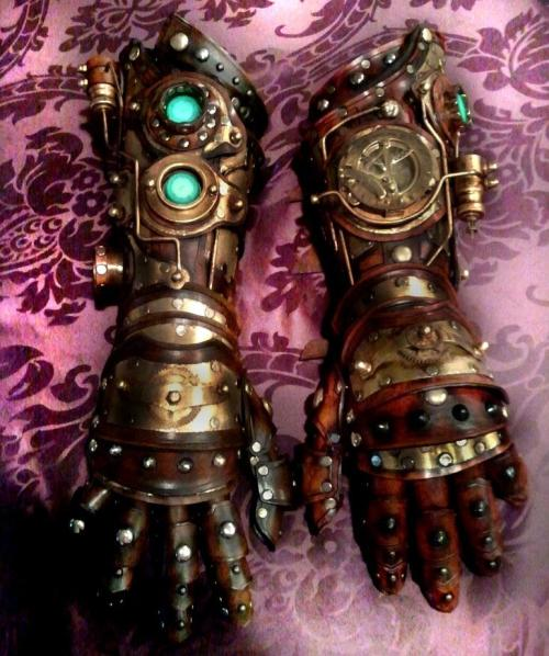 notasenator:  melshardae:  avatardream:  Steampunk Gauntlets by Skinz-N-Hydez where did you get this, or HOW did you make them?! I want one!!!  GIVE. ME. ONE.  Oh, is that what I'm making?