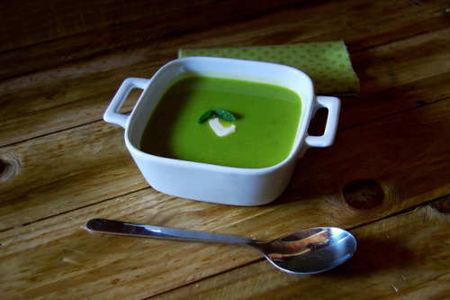 eatmebiteme:  Pea and mint soup by Alfriston Cottage on Flickr.