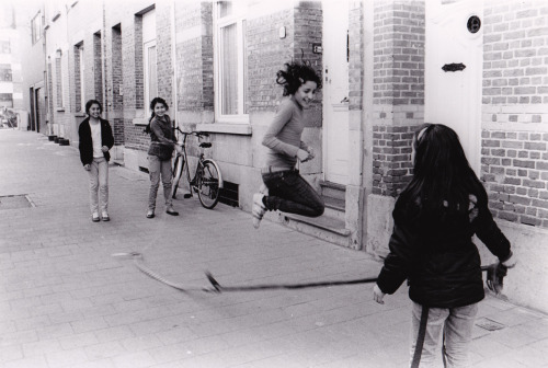 Playing ropeskipping in the streets - Black and white analog photograph taken and processed by me