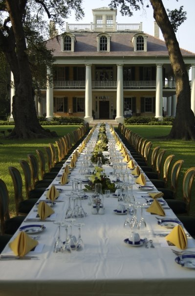 thatsmrsthankyou:  Dining under the Cathedral of Oaks at Houmas House Plantation.