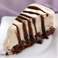 guiltfreedesserts:  Devil's Food Ice Cream Pie; only 171 calories per slice! (click on picture for recipe)