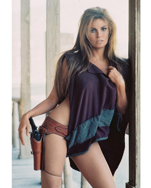 Raquel Welch as Hannie Caulder (1971).