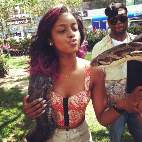 tallandskiinny:  justineskye:  I absolutely love this picture ^_^ <3  just discovered her songs on youtube shes amazing