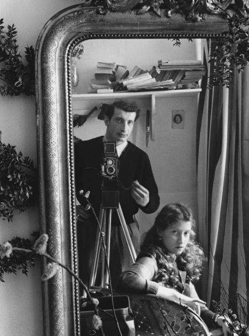 varietas:  Edouard Boubat: Self-portrait in Mirror, Paris, 1951