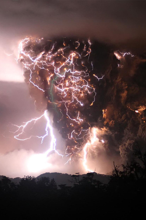 calliebear:  samberrilicious:  alaskated:  sexponents:  what a storm  How was this even taken?  Tripod. High ISO Speed that allows a fast shutter speed and a camera that is good enough to counter act the grain (since its pretty dark and I don't see much grain). And one lucky split second where the shutter happened to be pressed just as this happened. It's like a shot of a lifetime.  ^^^^^THAT! :)