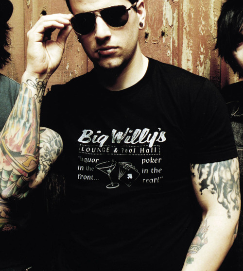 99/100 photos of M. Shadows