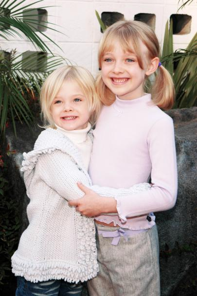 DAKOTA AND ELLE FANNING 2002