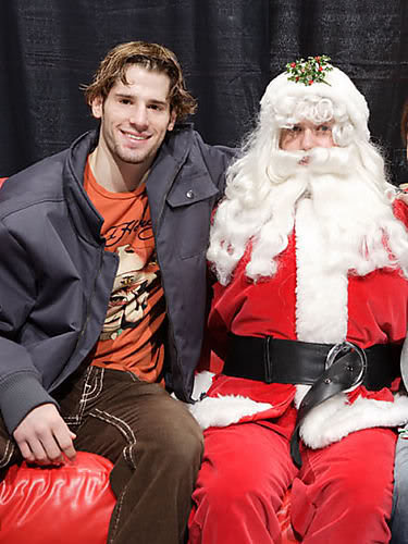 sealcat:  Ryan Kesler and Santa Edler