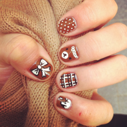 Brown bears and bows and bubbly drips! Allison's now doing nails at Pinky's Toronto (Instagram @pinkysnails)