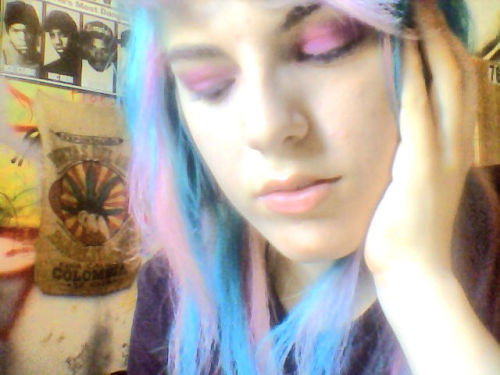 cottoncandyraccoon:  new eyeshadow, thanks to Shel <3