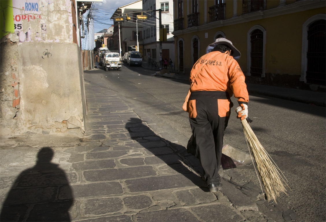Stalking the Street Sweeper La Paz, Bolivia - © Diego Cupolo 2012
