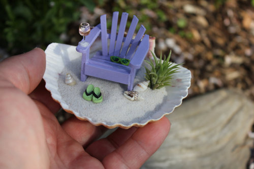 littletinythings:  Miniature Beach Vacation in a Shell