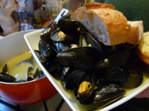 Live farm-raised mussels are surprisingly affordable — I got these for $2.50/lb! Awesome news, because mussels are nutrient-dense and especially rich in brain-boosting B12 and omega-3s. They're also comparatively ethical (can be raised sustainably/lower impact) for farm-raised seafood. And mussels have an incredibly sductive, yonic shape. And they are very easy to make. So, overall, a great way to treat yourself & impress cuties on a budget! I doubled the recipe to serve three hungry people. If you don't drink white wine or want to avoid alcohol, I would suggest finding a different recipe (try one that uses clam juice) as this one is a bit boozy. Mussels with white wine herbed butter sauce(serves 2) 2 lbs live farm raised de-bearded mussels2 cups (half bottle) white wine like pinot grigio or sauvignon blanc1/4 cup (half stick) butter1/4 cup olive oil6 cloves garlic, mincedmixed minced herbs (try thyme, parsley, and basil)salt & pepper to tastea crusty loaf or baguette of bread Start by scrubbing the mussels down with a stiff brush under warm water to remove any gritty stuff. If mussels still have beards, ask the internet how to remove them. Discard any mussels that are open and don't shut when tapped. Place mussels aside.Heat butter & oil in a large, heavy pot. Add herbs & garlic and stir frequently for about 3 minutes.Add wine to pot and stir occasionally until a soft rolling boil forms.Gently add mussels to the pot. Mix them around a bit and cover with a tight fitting lid.Let mussels steam for 8-10 minutes, stirring quickly once or twice.While they mussels cook, toast your bread at 350. Remove the mussel pot from the heat & serve immediately with toast!