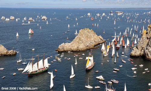 """ Brest 2008 Maritime Festival ""   …..  More than 2000 boats participated !!  ….  The 2012 event will be held from July 13 to 19. Info:  http://www.lestonnerresdebrest2012.fr/fr/"