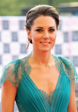 "QUEEN'S DIAMOND JUBILEE SPECIAL - CATHERINE, DUCHESS OF CAMBRIDGE This week has been all about celebrating the Queen's Diamond Jubilee - 60 years as monarch! Now, we all know that every girl desires to dabble into the lifestyle of the Royal one day, but until that moment comes, we shall fantasise about frolicking across green gardens, gliding across Buckingham's ballrooms and delivering that exquisite ""wave"" to onlookers as we pass by in our horse-drawn carriages. Here are some shots of our favourite people whose middle name is ""Royalty"" (so jealous of them right now) …. check these out until your Prince Charming comes along (and don't worry, he will) !  Image Source: Zimbio"