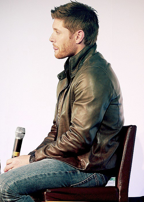 18/50 ⇨ Favorite photo's of Jensen Ackles. [x]