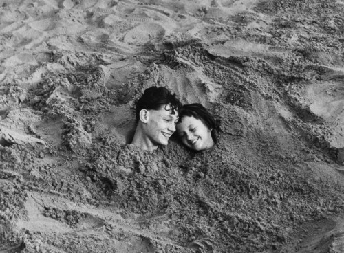 milktree:   Lou Bernstein, Coney Island, 1951.  I love their smiles