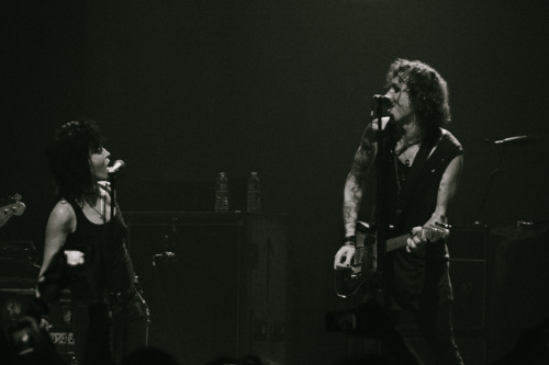 quarians:  jessedeflorio:  Laura Jane Grace of Against Me! & Joan Jett - Terminal 5 - NYC - June 8, 2012  asiodjosijgsdauidsh glorious punk rock ladies