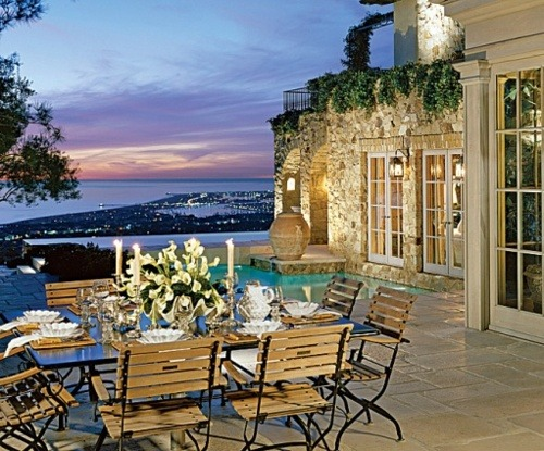 georgianadesign:  Overlooking the Pacific. Architectural Digest.
