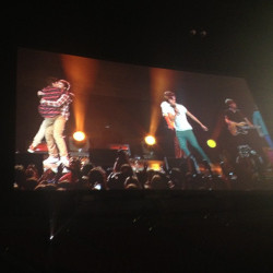 louissexualx:  ziam moment :) credit to https://twitter.com/#!/1DWorldUpdate for the pic!