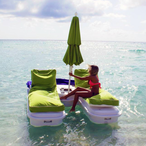 an ocean chaise lounge I'd be terrified I'd disappear into the middle of the ocean but still awesome