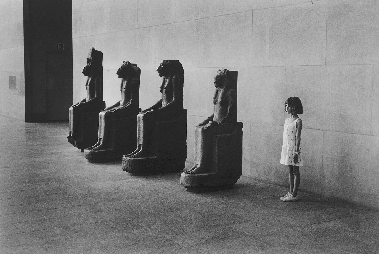 tamburina:  Metropolitan Museum of Art, NYC, 1988. Photo by Elliott Erwitt.    gpoy