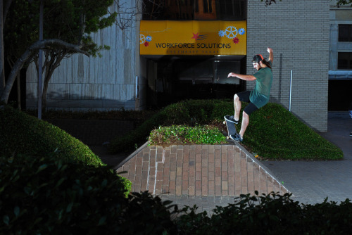 A little nosegrind action- Lee French