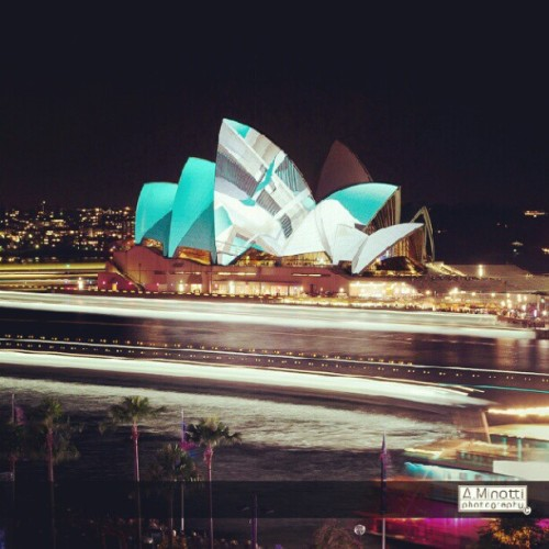 It's the last Saturday night of #vividsydney 2012 and lights are ON! By: Alexandre Minotti (Taken with Instagram)