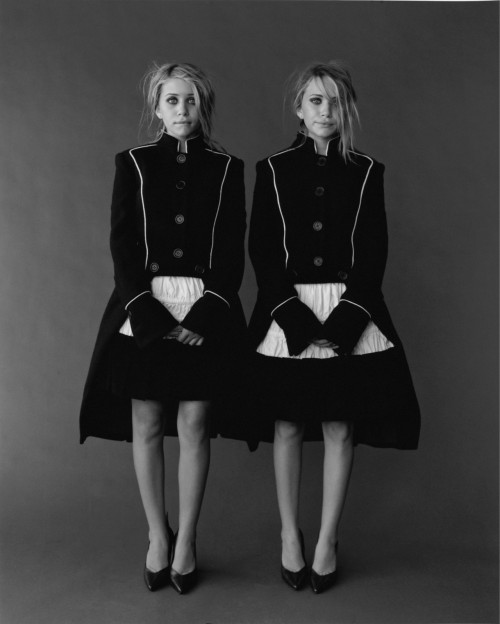 suicideblonde:  Ashley Olsen and Mary Kate Olsen photographed by Peggy Sirota in 2002
