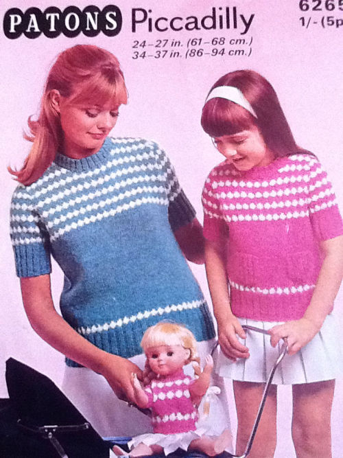 janetsattic:  Knit one for every member of the family. Come to think of it the dog is looking a bit cold these days.  !! I'll have to knit this for me, Nezumi, and SJ!!! :D
