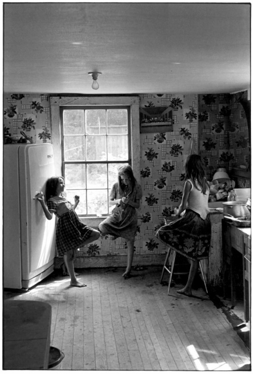 darksilenceinsuburbia:  William Gale Gedney. Three Girls in Kitchen, 1964.