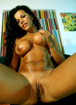 colombirican:  Who wants to stuff this big pussy?