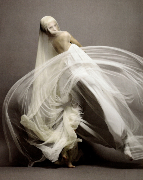 Invitation à la danse. Elena Sudakova in Jil Sander Spring 2008, photographed by Sølve Sundsbø for Numéro #91, March 2008.